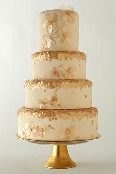 ~ Living a Beautiful Life ~ Gold sequin wedding cake {Cake by Cake Art Studio via Project Wedding} Beautiful Wedding Cakes, Gorgeous Cakes, Pretty Cakes, Amazing Cakes, Decoration Patisserie, Wedding Cake Inspiration, Wedding Ideas, Wedding Photos, Decor Wedding