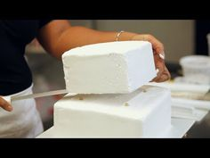 3 - Kids' Birthday Cakes / How to Make a Princess Castle Cake: Creating Shape 3/4