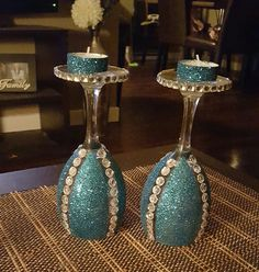Turquoise candle holders Crafts With Glass Jars, Wine Bottle Crafts, Jar Crafts, Decorated Wine Glasses, Painted Wine Glasses, Wine Glass Candle Holder, Candle Holders, Spray Painting Glass, Wine Glass Designs
