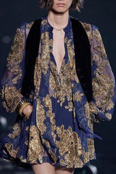 Saint Laurent Spring 2020 Ready-to-Wear Fashion Show - Daily Fashion Spring Fashion Outfits, Fashion Week, Fashion 2020, Runway Fashion, High Fashion, Fashion Show, Luxury Fashion, Daily Fashion, Street Fashion