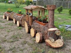Wonderful DIY train for your garden - Diy Garden Box Ideas Log Projects, Outdoor Projects, Garden Projects, Diy Garden, Garden Crafts, Diy Crafts, Wood Log Crafts, Wooden Train, Garden In The Woods