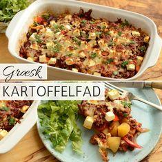 Dette græske kartoffelfad med hakket oksekød og peberfrugt er det perfekte eksempel på en nem alt-i-en ret, der smager helt forrygende. Og så er den smeltede ost og fetaen på toppen den uundværlige prik over i'et. Greek Recipes, Italian Recipes, Dinner Plates, Food Inspiration, Carne, Meal Planning, Healthy Lifestyle, Food Porn, Brunch