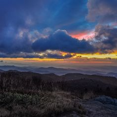 Sunrise from Black Balsam Knob, North Carolina #nikon #nikontop #blueridgemoments #sun #sunrise #mountains #blueridgeparkway #northcarolina #clouds