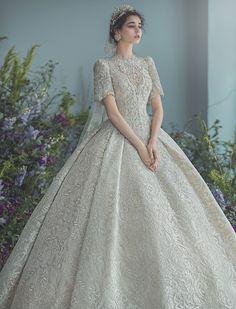 Minimal Wedding Dress, Classy Wedding Dress, Fancy Wedding Dresses, Fancy Gowns, Wedding Dress Trends, Wedding Attire, Bridal Dresses, Indian Wedding Gowns, Pretty Dresses