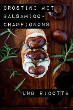 Die perfekte Grillbeilage, wenn es mal kein Salat sein soll: Bruschetta mit Balsamico-Champignons und Ricotta. Die Champignons sind blitzschnell vorbereitet