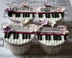 Piano Cupcakes, Sweet Homage in More Ways Than One ! Pretty Cupcakes, Beautiful Cupcakes, Fun Cupcakes, Cupcake Cookies, Cupcakes Design, Fancy Cakes, Cute Cakes, Bolo Musical, Tolle Cupcakes
