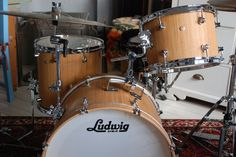 Ludwig Signet with DW rail console