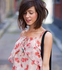 Plunging square: tapered on brown hair perfect for summer! Summer Hairstyles, Trendy Hairstyles, New Hair, Your Hair, Grunge Hair, Mode Inspiration, Brown Hair, Afro, Short Hair Styles
