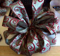 Sarahsweethearts: Craftee Saturdee Christmas Tree Topper Bow