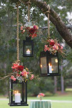 Decoración boho para una boda o celebración al aire libre. Simplemente con un portavelas y unas flores. www.wonderfiesta.com