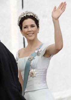 Hej och välkommen till min blogg. Jag är en ung tjej som bor i Skåne och gillar kungligheter. Här på min blogg skriver jag om deras liv, stil och arbete. Jag ger också boktips och filmtips om kungligheter och svarar på alla frågor jag får så gott jag kan. Hoppas ni följer bloggen, jag uppdaterar så ofta jag kan. Kram!