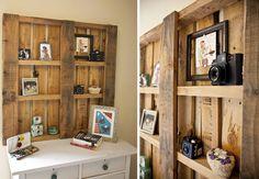 Estantes de parede com paletes de madeira