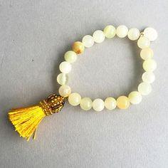 © UN JE NE SAIS QUOI www.unjenesaisquoi.ch Tassel Necklace, Beaded Bracelets, Tassels, Jewellery, Bijoux, Jewels, Jewelry Shop, Pearl Bracelets, Schmuck