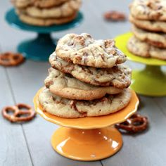 The Sweets Life: Reese's Peanut Butter Cup Pretzel Cookies