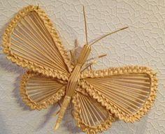 Straw Weaving, Paper Weaving, Weaving Art, Basket Weaving, Newspaper Basket, Newspaper Crafts, Straw Decorations, Corn Dolly, Straw Art