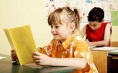A veces los padres y madres de los niños, no permiten que los mismos desarrollen el máximo de su creatividad. Aquí te explicamos los beneficios de fomentar su creatividad. http://www.psicologiaenaccion.com/beneficios-fomentar-la-creatividad-los-ninos/