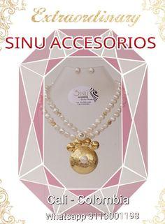 Una #perla nunca pasa de moda, hay distintas maneras de modernizar un #collar, o que un collar de #perlas te modernice, el mismo puede ser llevado con un bonito vestido de cóctel así como con unos# jeans y una camiseta blanca.  #Collar perlas redondo #SINU ACCESORIOS #Cali - Colombia Whatsapp 3113001198 Envios nacionales e internacionales. Se aceptann todos los medios de pago