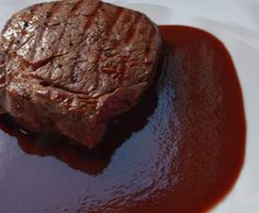 Rotweinsauce - die Perfekte Recipe red wine sauce - refined - always works! by UdoSchroeder - Recipe in the Sauces / Dips / Spreads category Pizza Recipes, Beef Recipes, Sauce Recipes, Sauces, Bacon In The Oven, Good Food, Yummy Food, Food Wishes, Wine Sauce