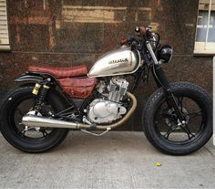 18 Ideas for scrambler motorcycle retro cafe racers Estilo Cafe Racer, Cafe Racer Style, Custom Cafe Racer, Suzuki Cafe Racer, Cafe Racer Bikes, Cafe Racer Build, Cafe Racer Motorcycle, Motorcycle Garage, Motorcycle Style