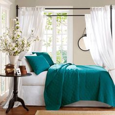 Gorgeous color on the bedding. Teal bedroom | Turquoise Decor