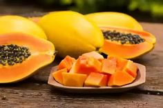 Papaya is not only a delicious edible fruit but also a powerhouse of various benefits for skin, hair and health. Let's examine more details about papaya calories and nutrition, and see how beneficial papaya is. Home Remedies For Gout, Gout Remedies, Papaya Benefits, Health Benefits, Papaya For Skin, Papaya Salat, Natural Antihistamine, Papaya Recipes, Vegetarian Recipes