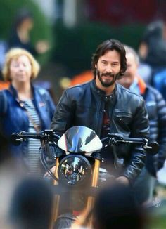 Keanu Reeves - The Today Show - October 13 pictures by Raymond Hall (gettyimages) Keanu Reeves John Wick, Keanu Charles Reeves, John Rick, Arch Motorcycle, Keanu Reeves Quotes, Keanu Reaves, Little Buddha, Raining Men, Beirut