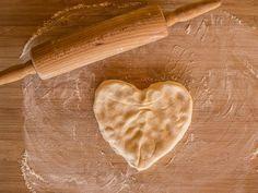 Näin saat gluteenittomista leivonnaisista kuohkeita | Kodin Kuvalehti Healthy Gluten Free Recipes, Low Carb Recipes, Baking, Vegetables, Eat, Ethnic Recipes, Food, Low Carb, Bakken