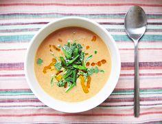 THAITYYPPISTÄ LINSSIKEITTOA CHILIÖLJYLLÄ Soup And Salad, Thai Red Curry, Soups, Salads, Ethnic Recipes, Food, Eten, Salad, Soup