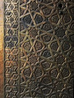 Gate of Complex of Sultan Qalawun بوابة مجمع السلطان قلاوون / El. Islamic Architecture, Art And Architecture, Arabesque Pattern, Persian Motifs, Moroccan Design, Cairo Egypt, World Best Photos, Islamic Art, Writing Inspiration