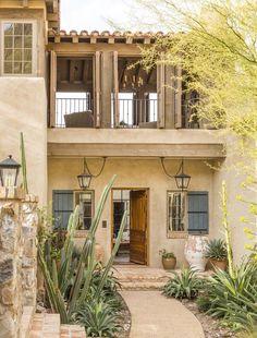 Mediterranean style home in Arizona showcases amazing outdoor spaces Mediterranean Style Homes, Spanish Style Homes, Spanish House, Mediterranean House Exterior, Design Exterior, Exterior Homes, Mexico House, Future House, Outdoor Spaces