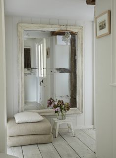 Genious: gigantic shabby chic mirror!  Dieser gigantische Shabby Chic Spiegel ist genial.