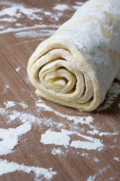Rýchle domáce lístkové cesto Slovak Recipes, Czech Recipes, Sweet Desserts, Sweet Recipes, European Dishes, Cake Roll Recipes, Oreo Cupcakes, Sweet Breakfast, Pastry Cake
