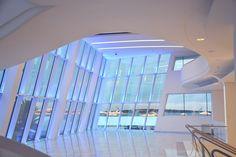A Cannes, le palais des festivals se rajeunit Foyers, Parvis, Palais Des Festivals, Le Palais, Architecture, Skyscraper, Multi Story Building, Arquitetura, Skyscrapers
