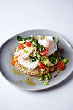 Joe Wicks' yummy chicken with hash browns recipe Joe Wicks' yummy chicken with hash browns recipe makes the perfect breakfast Bodycoach Recipes, Joe Wicks Recipes, Chicken Recipes, Cooking Recipes, Healthy Recipes, Recipies, Chicken Soups, Milk Recipes, Healthy Dinners