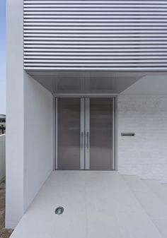 持出し壁を活かした白い家 06/23 Stairways, Windows And Doors, Architecture, Houses, Stairs, Ladders, Staircases