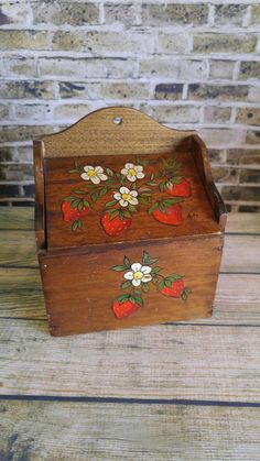 Check out this item in my Etsy shop https://www.etsy.com/listing/451945570/wood-recipe-box-vintage-recipe-box