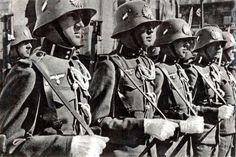 Saint Germain, German Uniforms, Modern Warfare, Ww2, Che Guevara, Army, Military, Google, History Of Germany