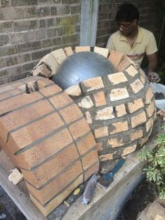 After 6 layers were in, placed a gym ball to lay the bricks against it. & How To Make Outdoor Brick Pizza Oven & DIY Guide Clay Pizza Oven, Home Pizza Oven, Build A Pizza Oven, Pizza Oven Kits, Pizza Ovens, Brick Oven Outdoor, Brick Bbq, Pizza Oven Outdoor, Outdoor Bars