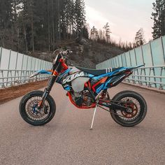 KTM 450/300 EXC   NTKlife (@nicke.kjarhus) • Fotos y videos de Instagram Ktm Dirt Bikes, Cool Dirt Bikes, Ktm Motorcycles, Motorcycle Dirt Bike, Ktm 300, Ktm 450 Exc, Ktm Supermoto, Honda Scrambler, Ktm Adventure