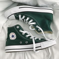 Dr Shoes, Swag Shoes, Hype Shoes, Me Too Shoes, Shoes Sneakers, Converse Shoes Outfit, Green Sneakers, High Top Sneakers, Converse Verte