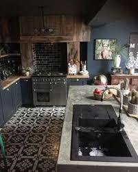 """Résultat de recherche d'images pour """"hotte de cheminee papier peint carreau de ciment et zellige"""""""