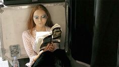 Model Lily Cole reading a book Best Frind, Celebrities Reading, Lily Cole, Models Backstage, Book Girl, Beauty And The Beast, Redheads, Supermodels, Fotografia