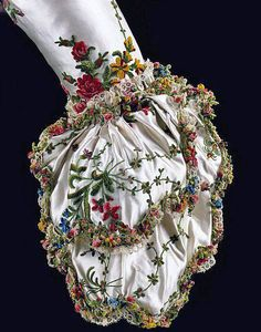 Sleeve cuff from Marie Antoinette's dress 1780. Amazing.