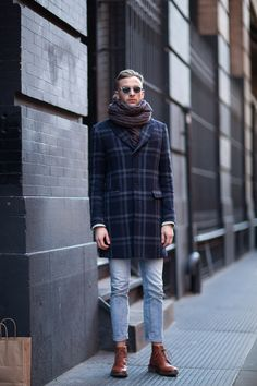Streetstyle Inspiration for Men! Yes to those cropped jeans and boots combination. Outfits Hombre, Suit Up, Street Style, Dr. Martens, Winter Fashion, Men Casual, Casual Chic, Street Wear, Fashion Looks