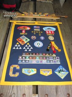 "Great idea-Cub Scout Achievements Wall Hanging The hanger at the top symbolizes his ""Arrow of Light"" achievement, and the stripes on the arrow (seen more closely in another pin on this board) represents specific achievements in scouting. Cub Scouts Wolf, Girl Scouts, Tiger Scouts, Cub Scout Shirt, Arrow Of Light Ceremony, Arrow Of Light Award, Cub Scout Games, Arrow Of Lights, Arrow Of Light Plaque"