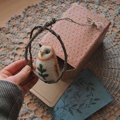 Going to walk to the post office with this one. 🌿📬 #mailday #snailmail #etsyorder #etsypackaging #packaging #packagingart #needlefelting #felting #owl #owlstagram #handcraft #handmadedecor #nature #natureinspired #naturelover #revonvilla #etsy #etsyseller #etsysellersofinstagram #huovutus #neulahuovutus #pöllö #käsityö #luonto