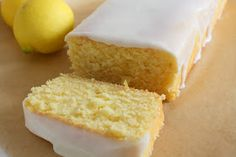 Starbuck's Lemon Loaf- I made this, and although for some reason the center collapsed. 350 for 45 min Lemon Desserts, Lemon Recipes, Köstliche Desserts, Sweet Recipes, Delicious Desserts, Dessert Recipes, Copycat Recipes, Easy Recipes, Food Cakes