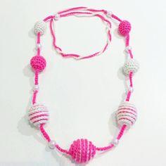 Collier long à boules au crochet et perles rose et blanc de la boutique passiondesignshop sur Etsy
