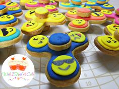 Fidget Spinner cookies decorated with Royal Icing by Wish I Had A Cake