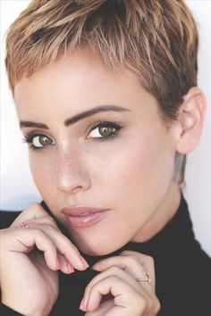 50 best short pixie haircut ideas for stylish woman 2020 - Abby FASHION STYLE Pixie Haircut For Round Faces, Pixie Haircut For Thick Hair, Haircut For Older Women, Round Face Haircuts, Haircuts For Fine Hair, Short Pixie Haircuts, Pixie Hairstyles, Curly Hair, Very Short Pixie Cuts